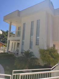 Casa com 04 quartos em condomínio no bairro do Cônego