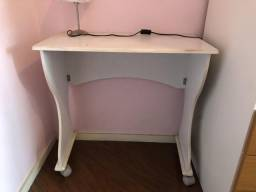 Mesa branca dobrável