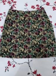 Blusas e saias usadas