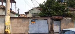 Casa independente em Rocha Miranda com 2 quartos e garagem por 240 mil.