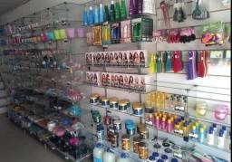 Passo mercadoria loja de cosméticos, e pegar e começar