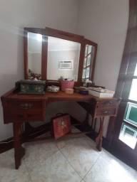 Penteadeira antiga com espelho bizotado