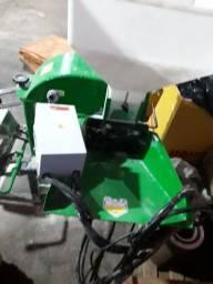 Triturador trifásico 12 CV, Balança  Máquina de costurar saco