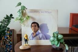LP (disco de vinil) de Paulinho da Viola - A Toda Hora Rola Uma Estória. (1982).