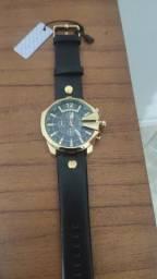 Título do anúncio: Relógio Masculino Curren Dourado À prova de água