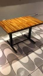 Mesa com estrutura de metalon