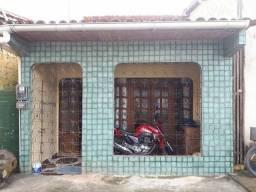 Vendo uma casa na quarta travessa do Campo, atrás do ministério público de abaetetuba.