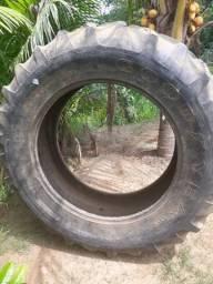 Vende se esse pneu de trator