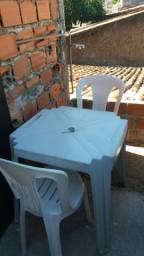 10 mesas e 40 cadeiras