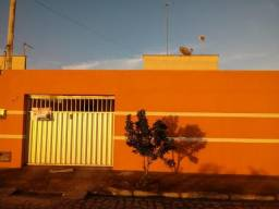 Alugo casa no Residencial Parque dos Flamboyants, 200m² sendo 96m² de área construída