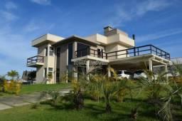 Linda casa em condomímio fechado, situada no bairro Ibiraquera Imbituba
