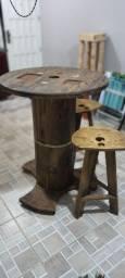 Mesa e bancos de carretel