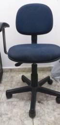 Cadeira de escritório - Azul (Braços fixos)