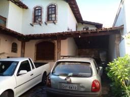 Casa com 3 moradias, lote 360 m²