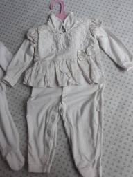 3 macacão Femenino, veste de 3 a 6 meses.