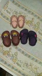 Lote de calçados e roupinhas
