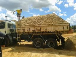 Truck com 14 metros cúbicos areia lavada granulada