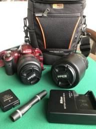 Câmera fotográfica Nikon D3200 vermelha