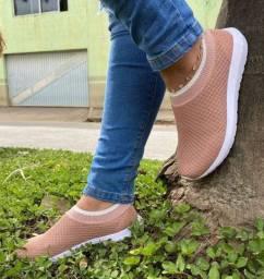 Variedades de modelos e calçados em geral