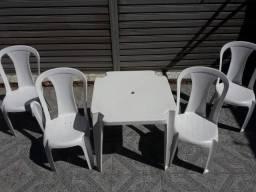 conjunto mesa  cadeiras em PVC  bistrô