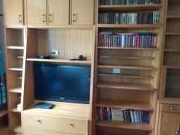 vende-se um armário de madeira maciça