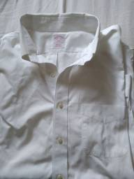 Camisa branca usada