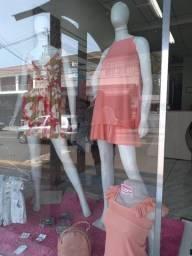 Título do anúncio: Vende-se loja de roupas completa