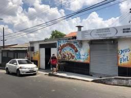 Vende-se casa no bairro Armando Mendes com ponto comercial valor 220 mil