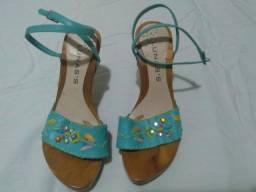 Sandália de madeira e tecido