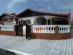 Casa à venda em Peruibe, no Parque Balneário Oásis.