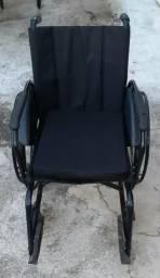 Vendo Cadeira de Rodas articulada
