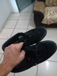 Tênis preto