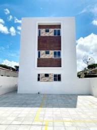 Apartamento no Cristo Redentor, Com 46m2 de Quintal, 2 Quartos