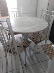 Mesa com 3 cadeiras