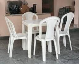 Vendo conjuntos de mesas com 4 cadeiras