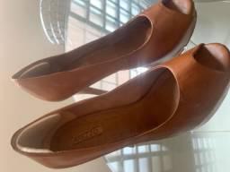 Sapato salto alto couro caramelo