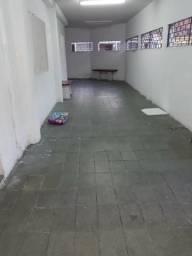 Alugo casa no Prado 4/4, 2 banheiros