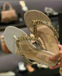 Vendo sandália da santa Lola original