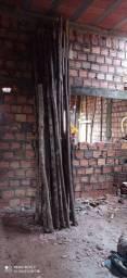 Escoras de madeira para laje.