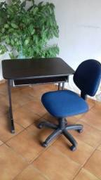 Mesa computador e cadeira giratória