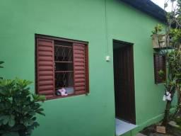 Casa de dois quartos, sala, cozinha e banheiro