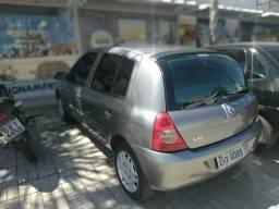Renault Clio 2007 com detalhe esportivo - 2007