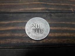 Vende-se moeda de 200 réis