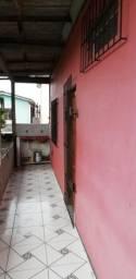Alugo apartamento perto do centro. 2 quartos, sala cozinha e banheiro.