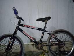 bicicleta com marcha e freio de tras