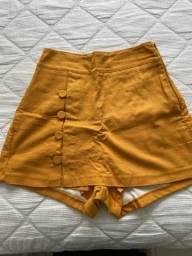 Short saia com botões mostarda
