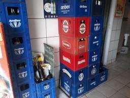 Título do anúncio: Caixas e vasilhames de bebidas diversos vendo .