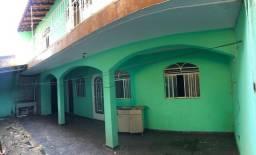 Casa com 4 Quartos de Fundo prox. a Av. Maringá