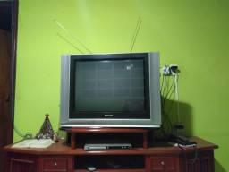 Tv 29' Panasonic, com controle e dvd Magnavox