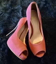 Sapatos (R$ 50,00 cada)